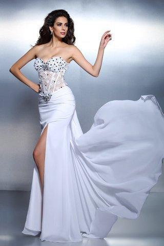 9e94f4f01110 Abito da sera bianco - Essere alla moda per molti anni